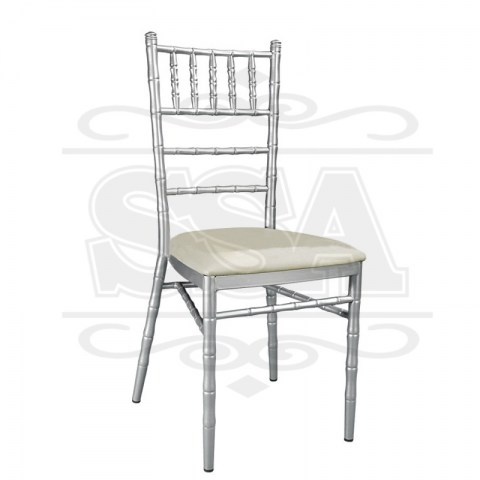 Chiavari-chair-with-cushions-for-restaurant